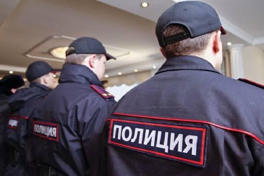 ВНовочебоксарске неизвестный вполицейской форме избил 2-х жителей